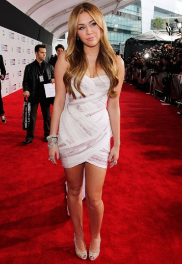 Miley Cyrus Is Rocking a White Mini At The AMA Awards