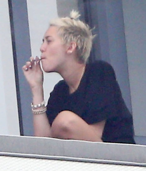Miley Cyrus Smokes Weed On Balcony, Trying To Be Jennifer Lawrence For Liam Hemsworth? (Photos) 0407