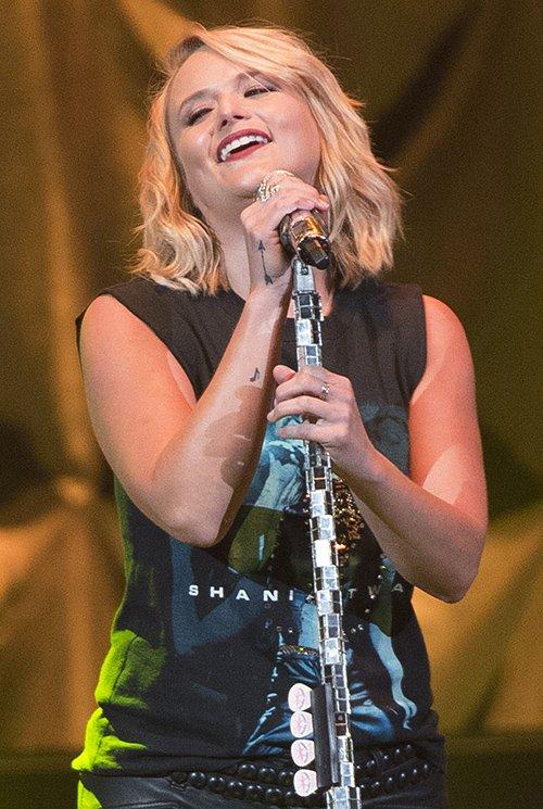 Miranda Lambert Jealous, Wishes Blake Shelton Treated Her Like Gwen Stefani