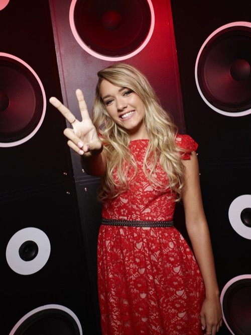 """WATCH Emily Ann Roberts Perform """"9 to 5"""" on The Voice Top 9 Semifinals Video 12/7/15"""