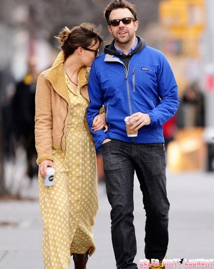 Olivia Wilde And Jason Sudeikis' new Years Day Stroll…And They Say They Aren't Dating! (Photo)