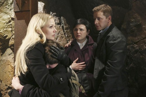 "Once Upon a Time RECAP 5/12/13: Season 2 Finale ""And Straight On 'Til Morning"""