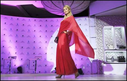 Paris Hilton Loves India & They Love Her As She Dazzles In A Pink Sari