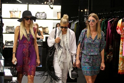Paris-Hilton-Fergie-Nicky-Hilton-Shopping