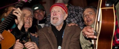 Pete Seeger And Arlo Guthrie Make Protest Music Again At Occupy Wall Steet March