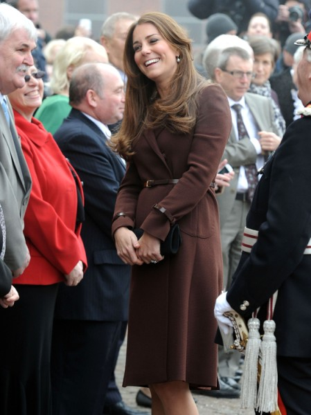 Kate Middleton Orders Family To Stop Embarrassing Her! 0331