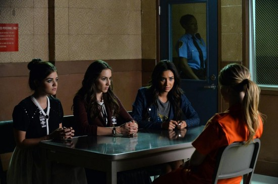 "Pretty Little Liars Recap ""Bloody Hell"" - Season 5 Episode 21"