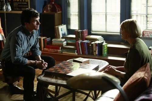 "Pretty Little Liars Season 4 Episode 10 REVIEW ""The Mirror Has Three Faces"""