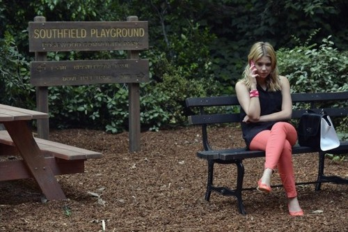 "Pretty Little Liars Season 4 Episode 9 REVIEW ""Into the Deep"""