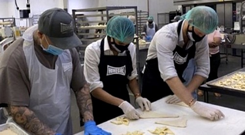 Prince Harry & Meghan Markle Work Alongside Former Gang Members - Volunteer At Homeboy Industry's LA Bakery