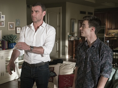 "Ray Donovan LIVE Recap: Season 4 Episode 8 ""The Texan"""