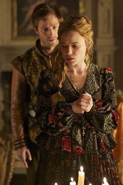"Reign Recap - Three Broken Hearts, Betrayal and Lust: Season 2 Episode 20 ""Fugitive"""
