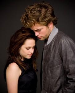 Robert Pattinson & Kristen Stewart holding hands – Video