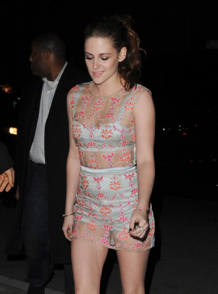 Kristen Stewart Considers Herself Single, Ready To Move On And Date Other Guys 0218
