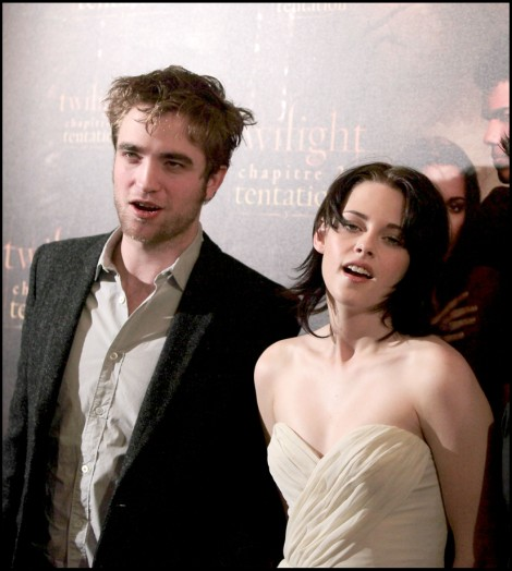 Robert Pattinson And Kristen Stewart Together For Breaking Dawn Part 2 Tour! 1001