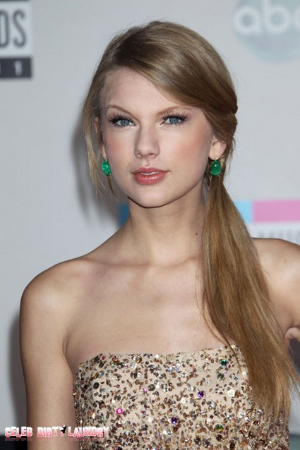 Taylor Swift's Eccentric Christmas Gift Wrapping