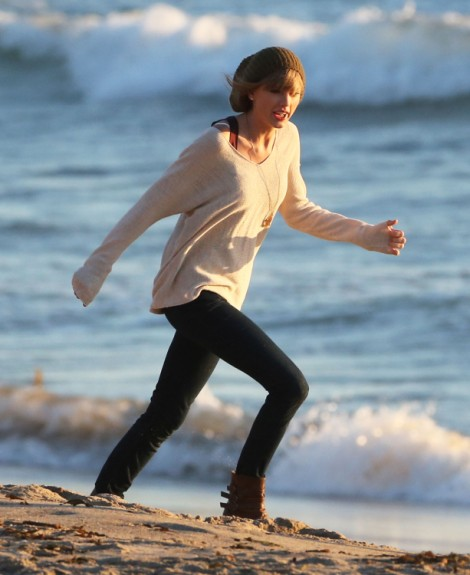Taylor Swift Mocks Harry Styles AGAIN In Music Video, Why Won't She Move On? 0213