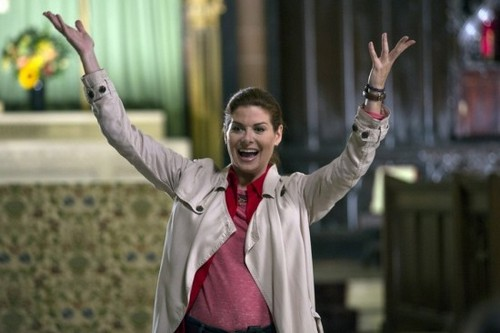 "The Mysteries of Laura Recap ""The Mystery of the Dysfunctional Dynasty"": Season 1 Episode 9"