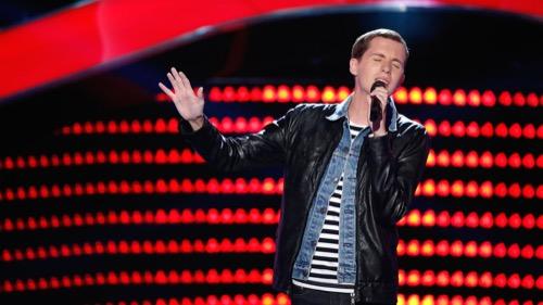 "WATCH Evan McKeel Perform ""Smile"" The Voice Top 11 Video 11/23/15"