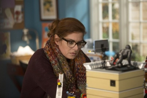 """The Mysteries of Laura Recap - """"The Mystery of the Fateful Fire"""" Season 1 Episode 12"""