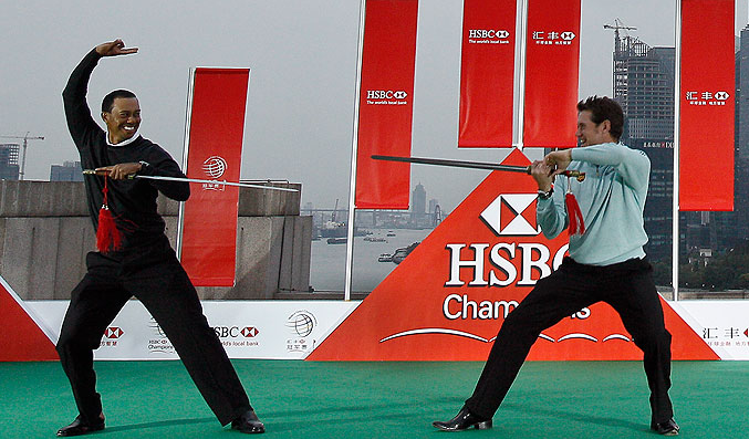 Tiger Woods Sword Fighting Lee WestWood For #1 Crown [Photo]