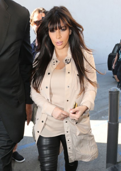 Kim Kardashian's Baby Bump Mysteriously Disappears - Is She Padding For The Cameras? (Video) 0405