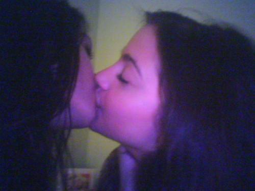 Vanessa-Hudgens-gets-nude-and kisses a girl