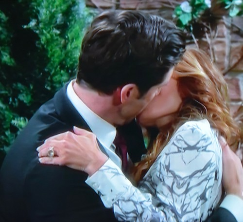 'The Young and the Restless' Spoilers: Joe Blackmails Avery - Devon Proposes to Hilary - Cane and Lauren Kiss, Lily Freaks