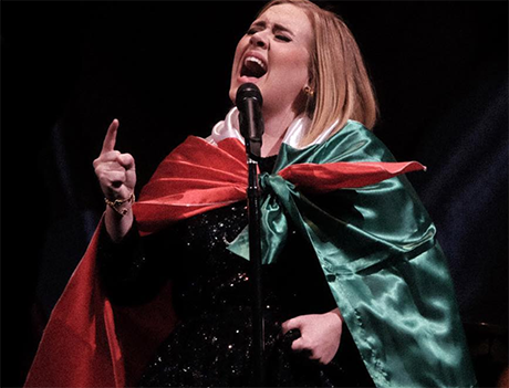 Adele Secretly Marries Simon Konecki: Spotted With Gold Ring On Her Wedding Finger?