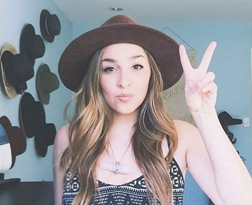 Alisan Porter Odds-On Favorite to Win The Voice 2016 – Why the Former Addict Could Win Season 10