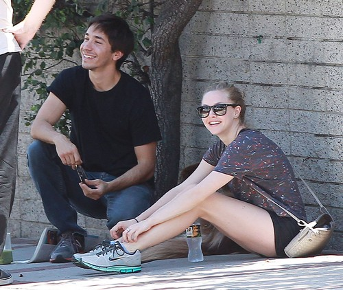 "Justin Long Dumps Amanda Seyfried Because She's A ""Serial Dater"""