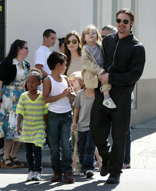 Angelina Jolie Forbids Children From Visiting With Brad Pitt's Mom, Jane Pitt?
