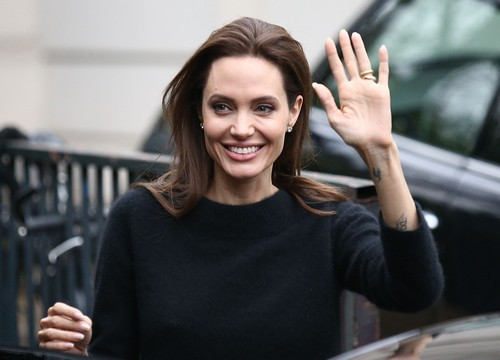 Brad Pitt Fighting With Angelina Jolie Over Smoking and 'By The Sea' - Angie's Cancer Risk (PHOTO)