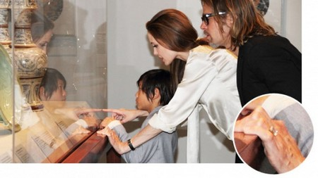 Engagement Ring Confirms That Angelina Jolie And Brad Pitt Are Finally Getting Married (Photo)