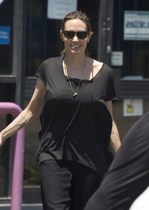Did angelina jolie get breast implants