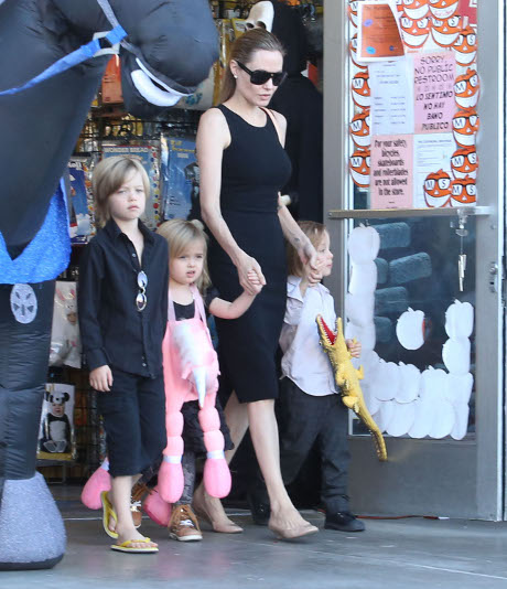 Brad Pitt and Angelina Jolie's Kids Are Little Terrors -- Cause a Raucous at Brad's Fave Hometown Pizza Parlor!