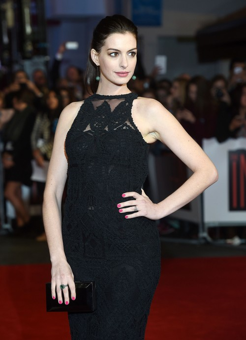Anne Hathaway Spotted With Baby Bump: Finally Pregnant With First Child?