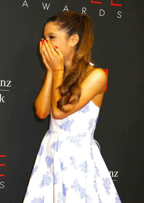 Ariana Grande Mocked For Diva Behavior: Hated By Her Entire Entourage?