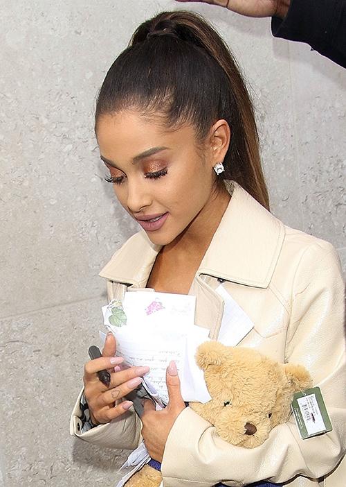 Ariana Grande Demands Attention: Diva Behavior Sign Of Deep Insecurity?