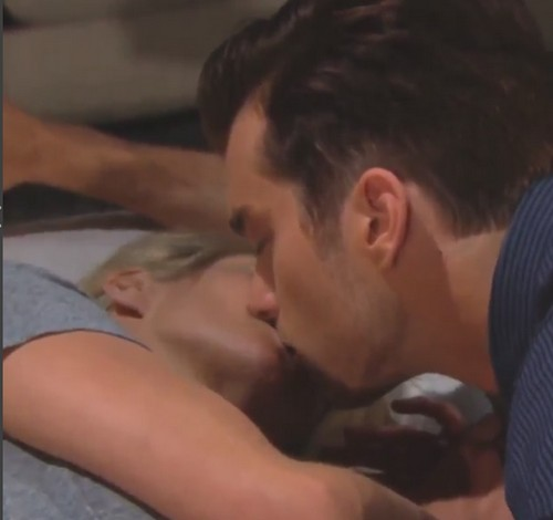 'The Bold and the Beautiful' (B&B) Spoilers: Heartbroken Caroline Kisses Thomas – Desperate Ridge Too Late to Keep Her?