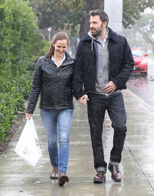 Ben Affleck And Jennifer Garner Attempt To Keep Divorce Drama Down For Kids' Sake: Spotted Vacationing Together In Bahamas!