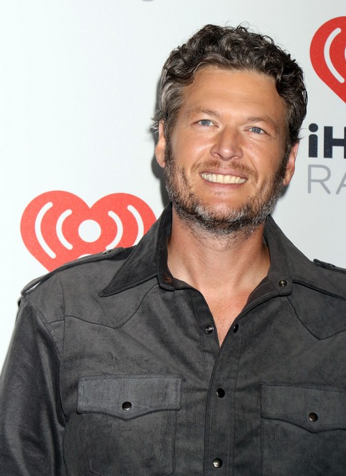 Blake Shelton NOT Going to Rehab: Allegedly Spotted Drinking Tequila and Kissing Strippers – Just Enjoying Single Life?