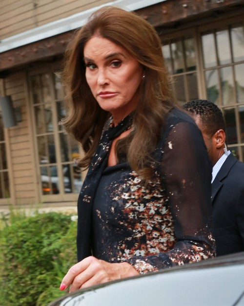 Caitlyn Jenner Mocked In Controversial Philadelphia Mummers' Parade, Trans Community Outraged