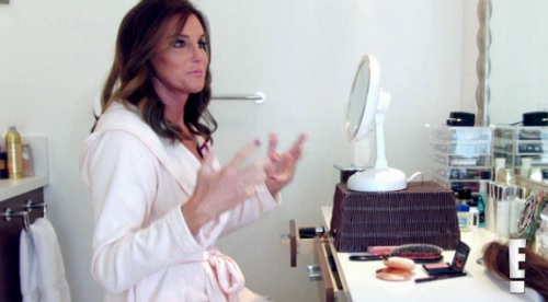Caitlyn Jenner, Kris Jenner Feud: Caitlyn Ridicules Kris With Tweet, Throws Subtle Shade On Momager?