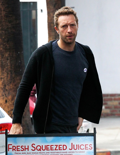 """Jennifer Lawrence's Mom Thinks JLaw Acting """"Cheap"""" Dating Chris Martin, Married Man?"""