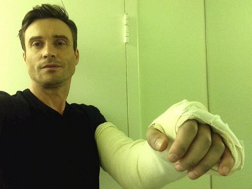 The Young and the Restless (Y&R) Spoilers: Daniel Goddard Elbow Surgery - Cane Still Filming November Sweeps Storyline