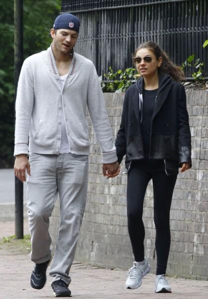 Mila Kunis And Ashton Kutcher Planning English Wedding With Royal Guests 0610