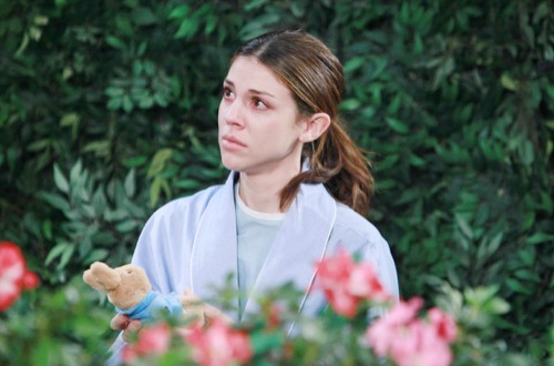 'Days of Our Lives' Spoilers: Abigail Climbs Out Window to Escape – Happy 'Chabby' Fantasy Closes Out Kate Mansi's Last Episode
