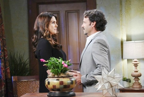 Days of Our Lives Spoilers: Chloe Terrified – Forced To Be Creepy Mateo's New Lover