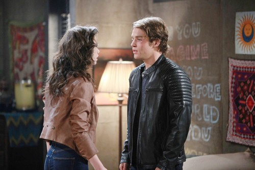 'Days of Our Lives' Spoilers: Week of August 29 - Laura's Surprise Visit - Hope's Shocking Move - Kate's Big Purchase